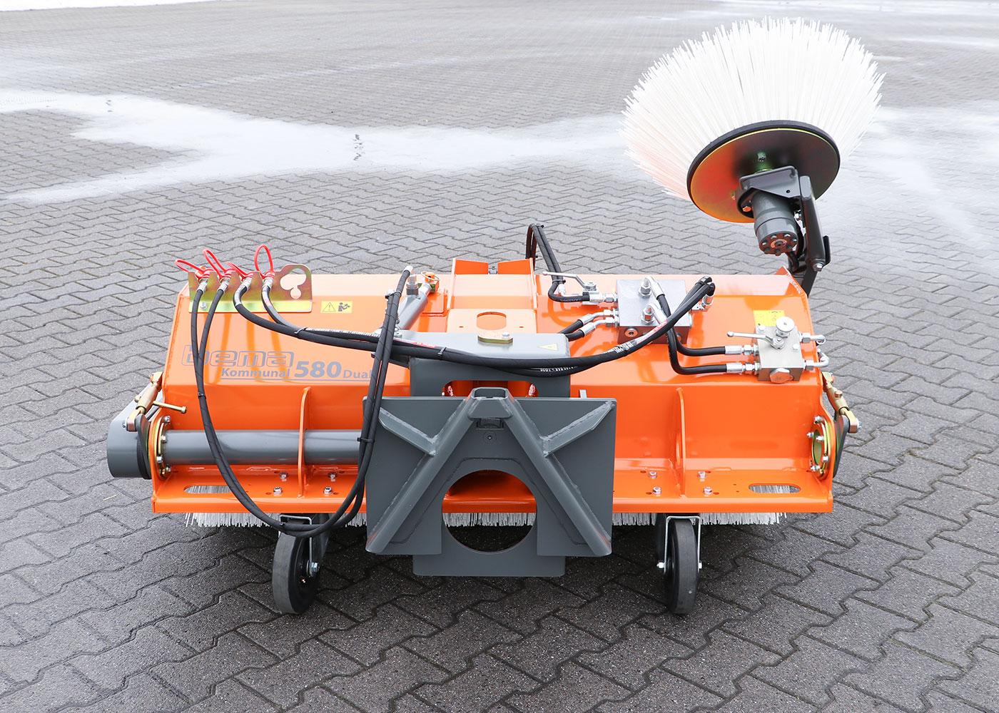 210301_08_bema_Kommunal_580_Dual_mechanischer_Antrieb+Schwenkeinrichtung.JPG