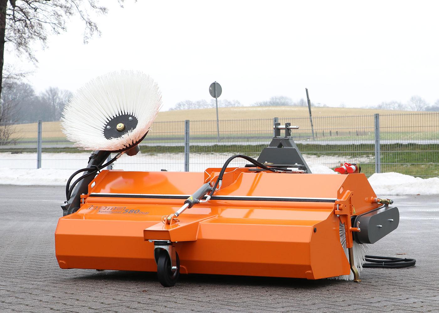 210301_06_bema_Kommunal_580_Dual_mechanischer-Antrieb+Schwenkeinrichtung.JPG
